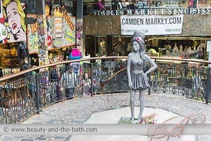 amy winehouse bronze statue camden market