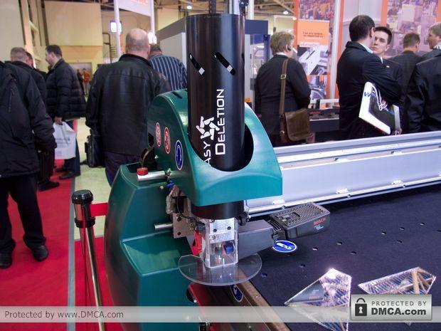 Автоматический стол раскроя стекла Bottero 332 BKM. Устройство Easy Del.