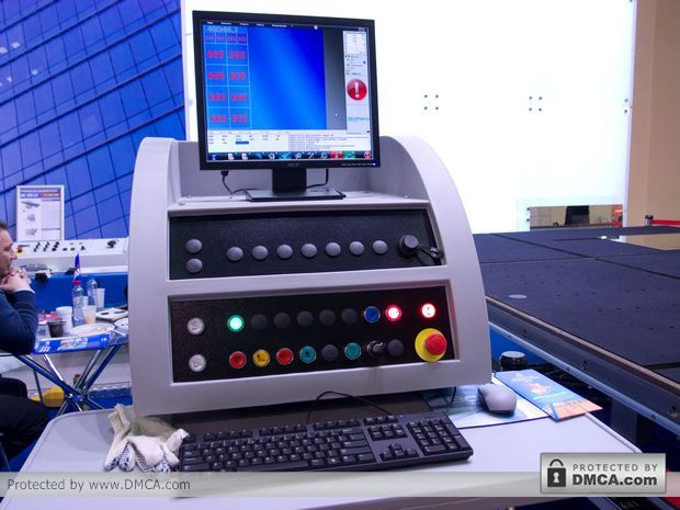 Автоматический стол раскроя стекла Bottero 332 BKM. Пульт управления.