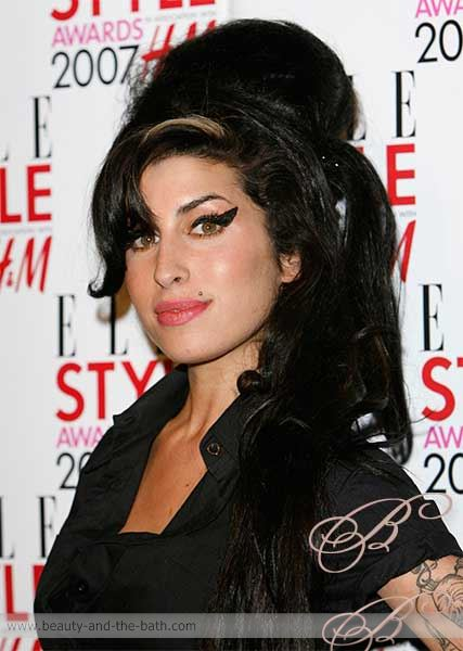 amy winehouse beehive hairstyle